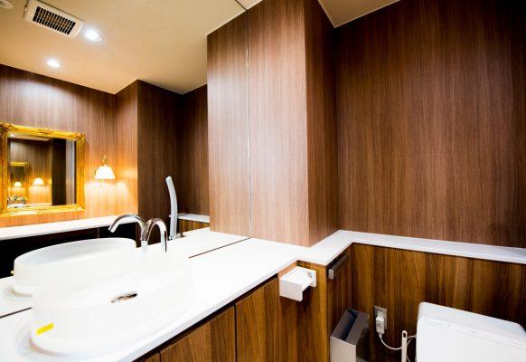 トイレ(大きな鏡あります)